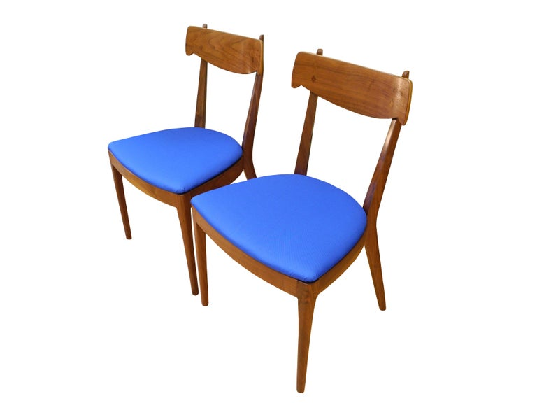 20th Century Mid-Century Modern Set of Six Walnut Dining Room Chairs by Kipp Stewart For Sale