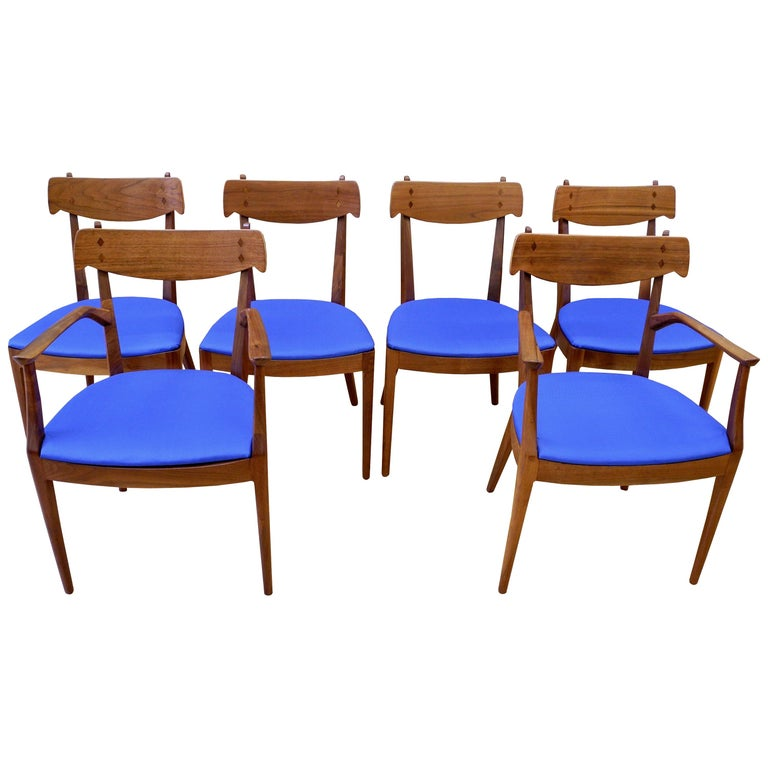 Mid-Century Modern Set of Six Walnut Dining Room Chairs by Kipp Stewart For Sale