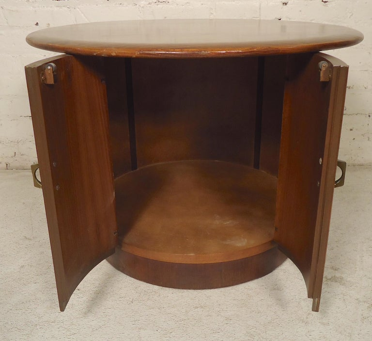 Mid-Century Modern Side Table For Sale 2