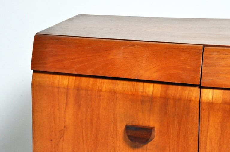 Mid-Century Modern Sideboard For Sale 1