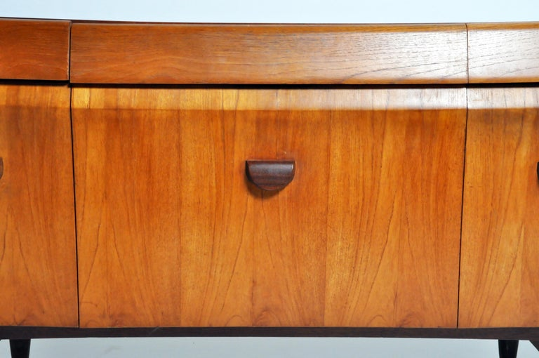 Mid-Century Modern Sideboard For Sale 2