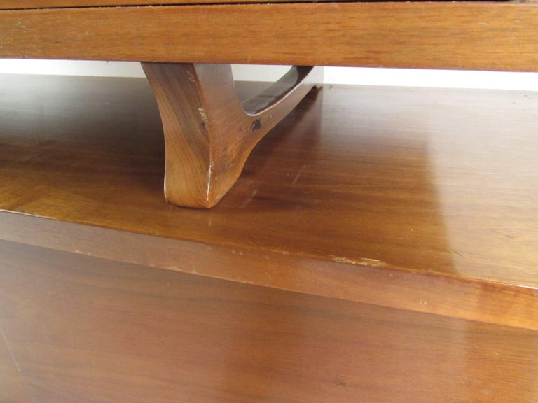 Mid-Century Modern Sideboard with Dry Bar For Sale 7