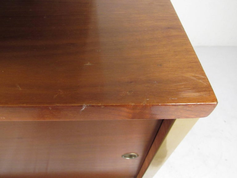Mid-Century Modern Sideboard with Dry Bar For Sale 10