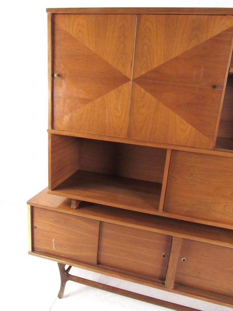 Mid-Century Modern Sideboard with Dry Bar For Sale 2