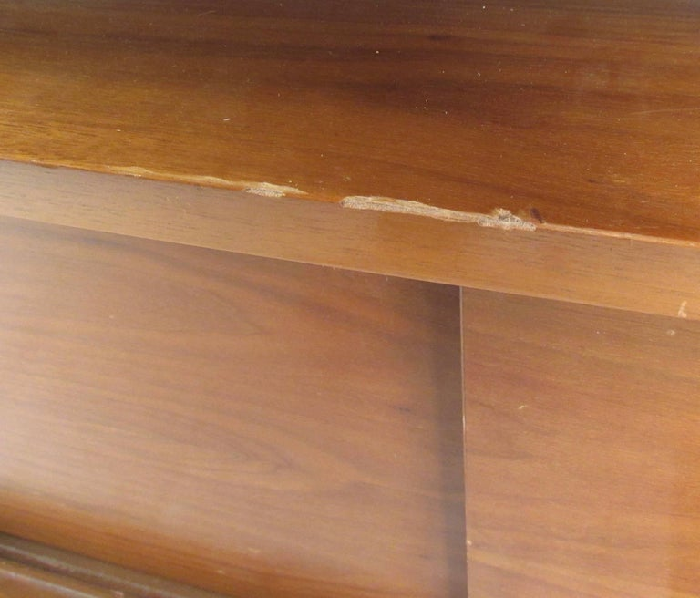 Mid-Century Modern Sideboard with Dry Bar For Sale 4