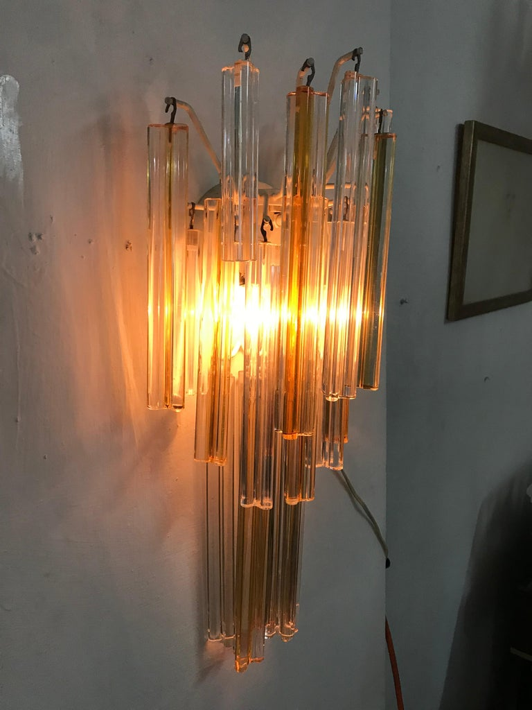 Pair of Mid-Century Modern sconces 'Asta Triedo' model designed by Paolo Venini for Venini and manufactured circa 1960, in three different lenghts of spears in amber and clear colored Murano glass, which can be used to vary the dimensions of each