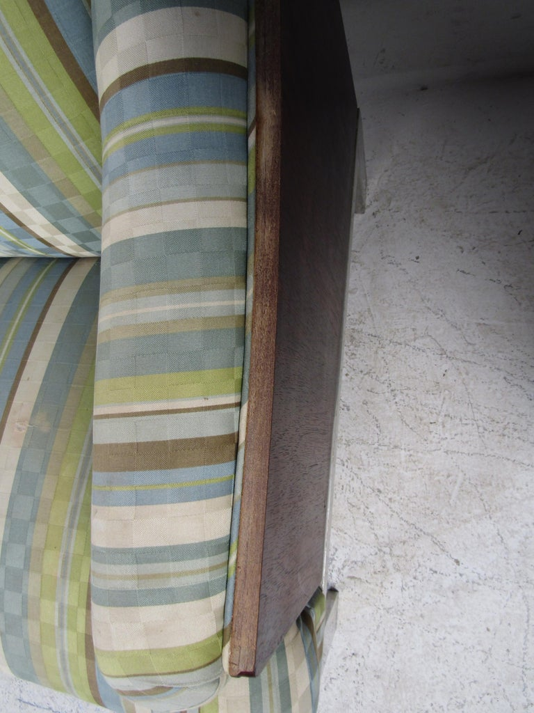 Mid-Century Modern Sofa For Sale 6