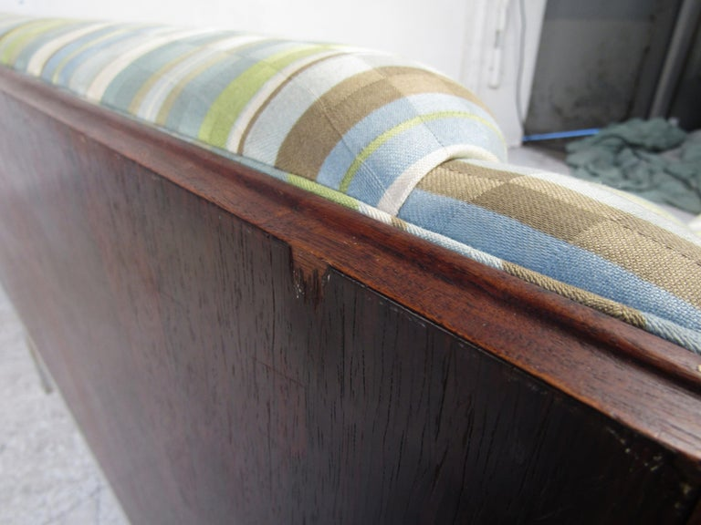Mid-Century Modern Sofa For Sale 12