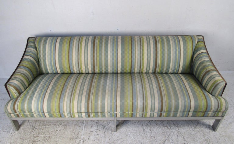 Mid-Century Modern Sofa In Good Condition For Sale In Brooklyn, NY