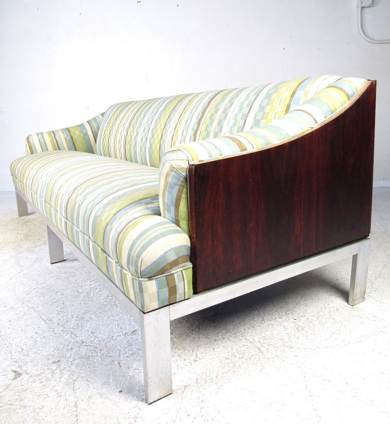 Late 20th Century Mid-Century Modern Sofa For Sale