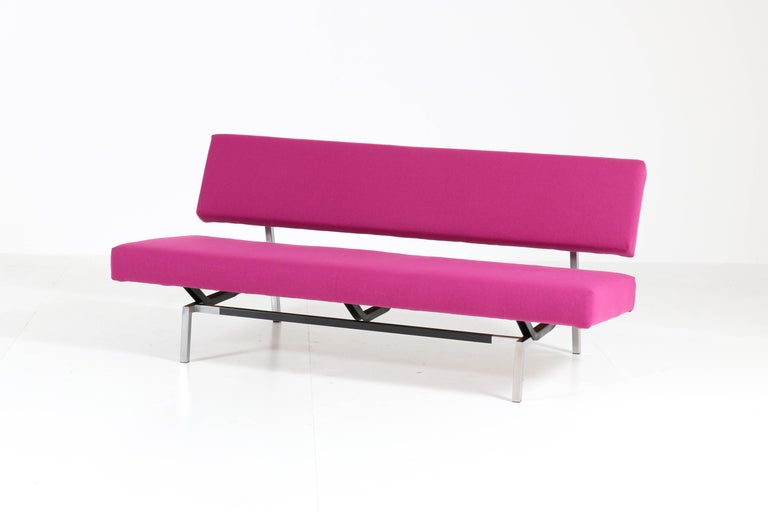 Stunning and rare Mid-Century Modern sofa. Design by Martin Visser for 't Spectrum. Striking Dutch design from the 1960s. Original chrome and black lacquered metal frame and re-upholstered with fuchsia wool fabric. This model BZ53 was in production