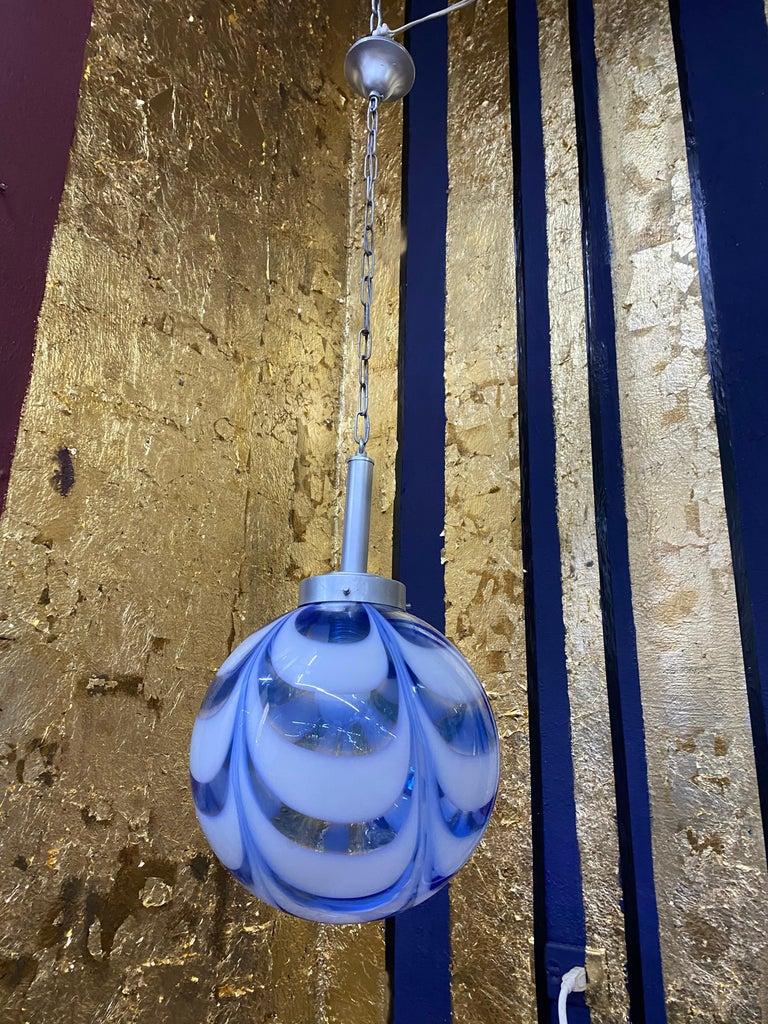 Italian Mid-Century Modern Sphere Chandelier in Murano Swirl Glass by Venini, circa 1970 For Sale