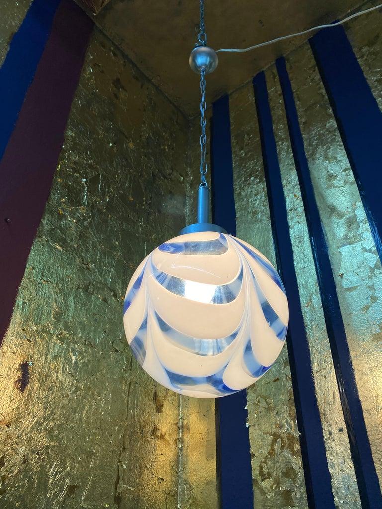 Mid-Century Modern Sphere Chandelier in Murano Swirl Glass by Venini, circa 1970 In Good Condition For Sale In Merida, Yucatan