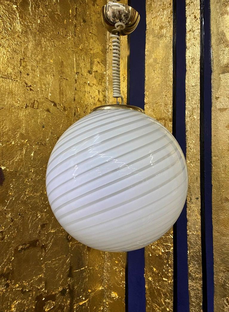 20th Century Mid-Century Modern Sphere Chandelier in Murano Swirl Glass by Venini, circa 1970 For Sale
