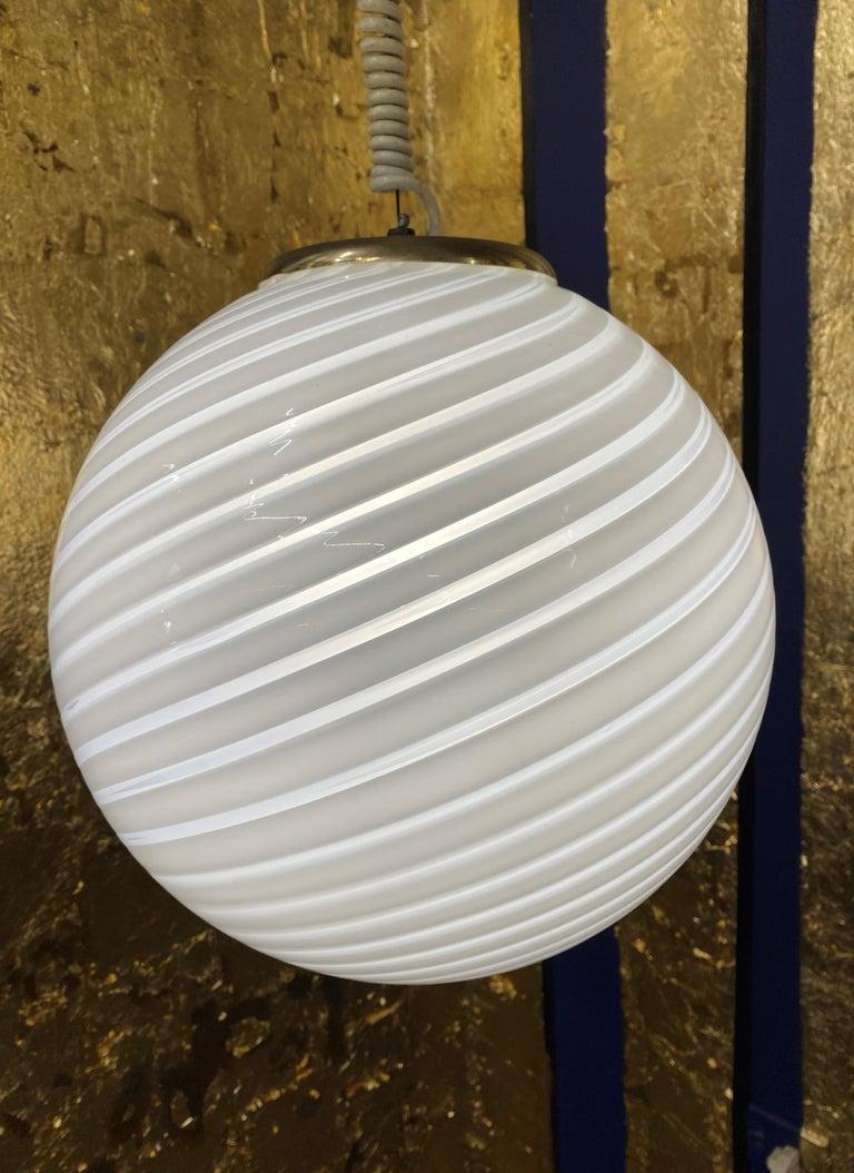 Blown Glass Mid-Century Modern Sphere Chandelier in Murano Swirl Glass by Venini, circa 1970 For Sale