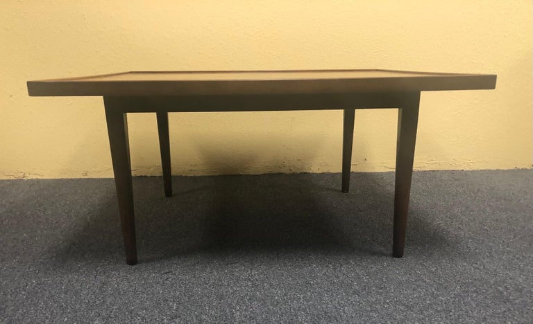 Mid-Century Modern Square Coffee Table in Walnut In Good Condition For Sale In San Diego, CA