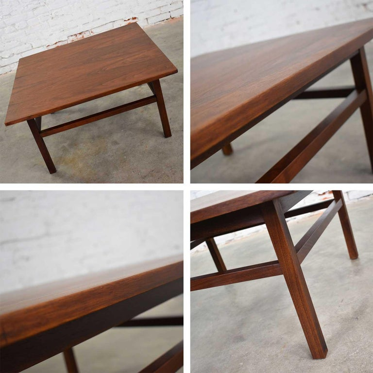 Mid-Century Modern Square Walnut Cocktail Coffee End Side Table Style Founders For Sale 10