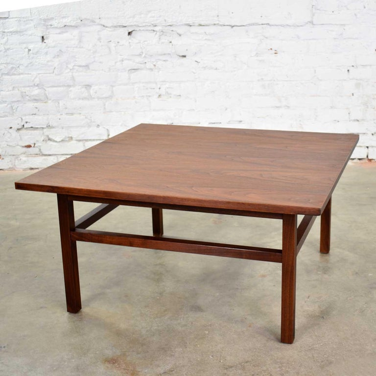 Mid-Century Modern Square Walnut Cocktail Coffee End Side Table Style Founders In Good Condition For Sale In Topeka, KS