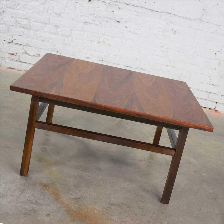 Mid-Century Modern Square Walnut Cocktail Coffee End Side Table Style Founders For Sale 3