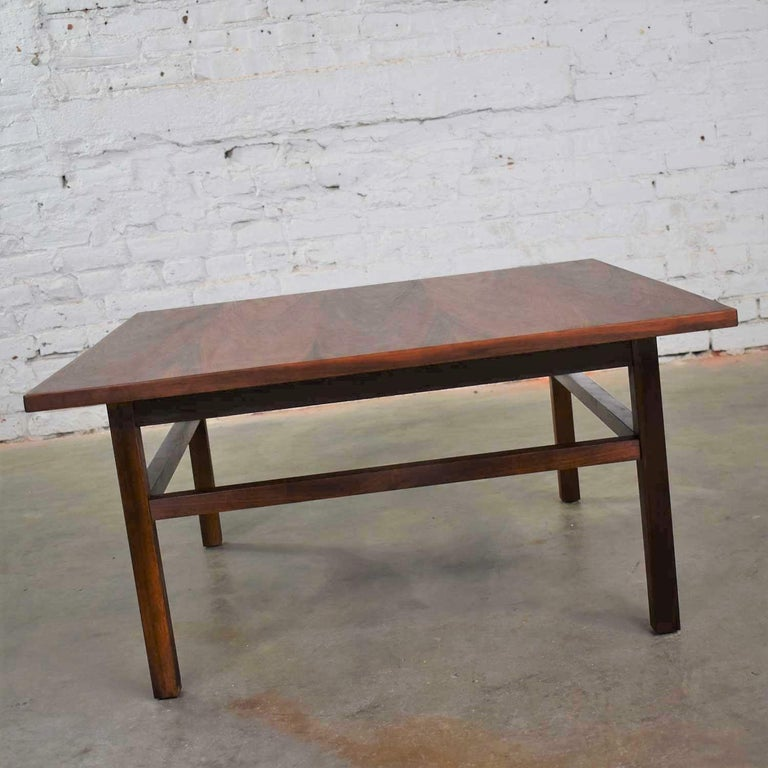Mid-Century Modern Square Walnut Cocktail Coffee End Side Table Style Founders For Sale 4