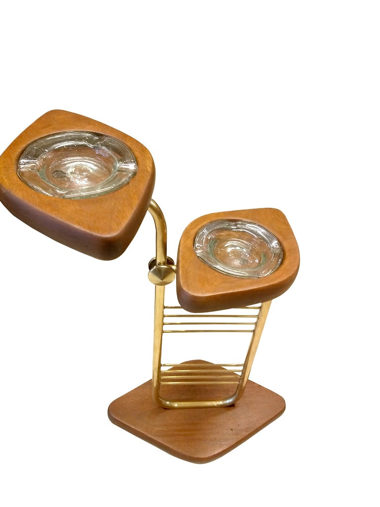Hand-Crafted Mid-Century Modern Standing Set of Ashtrays in Mahogany and Brass from Mexico For Sale