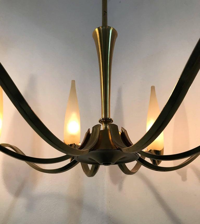 Mid-Century Modern Stilnovo Eight Light brass and Glass Chandelier, Italy, 1960 In Good Condition For Sale In Merida, Yucatan