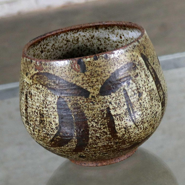 Handsome Mid-Century Modern stoneware pot by artist Mark Zamantakis from his Colorado ceramic studio. It is in wonderful vintage condition. No cracks or crazing. There are a couple tiny chips on the inside rim that you must feel to find. Please see