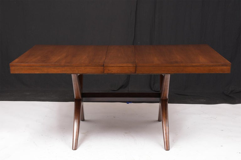 Mid-Century Modern Lacquered Walnut Dining Table In Good Condition For Sale In Los Angeles, CA