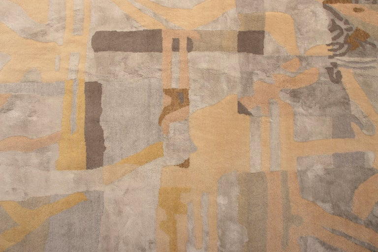 Mid-Century Modern Style Rug Silver-Gray and Gold Pattern by Rug & Kilim In New Condition For Sale In Long Island City, NY