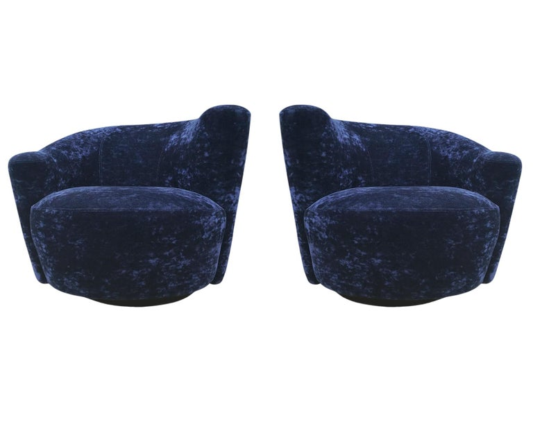 Mid-Century Modern Swivel Club Lounge Chairs by Vladimir Kagan in Blue Velvet In Excellent Condition For Sale In Philadelphia, PA