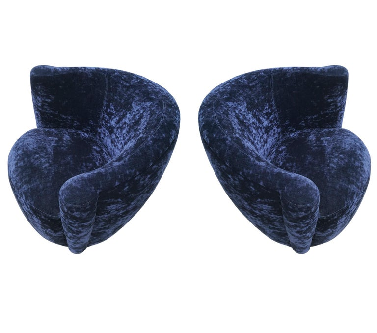 Mid-Century Modern Swivel Club Lounge Chairs by Vladimir Kagan in Blue Velvet For Sale 1