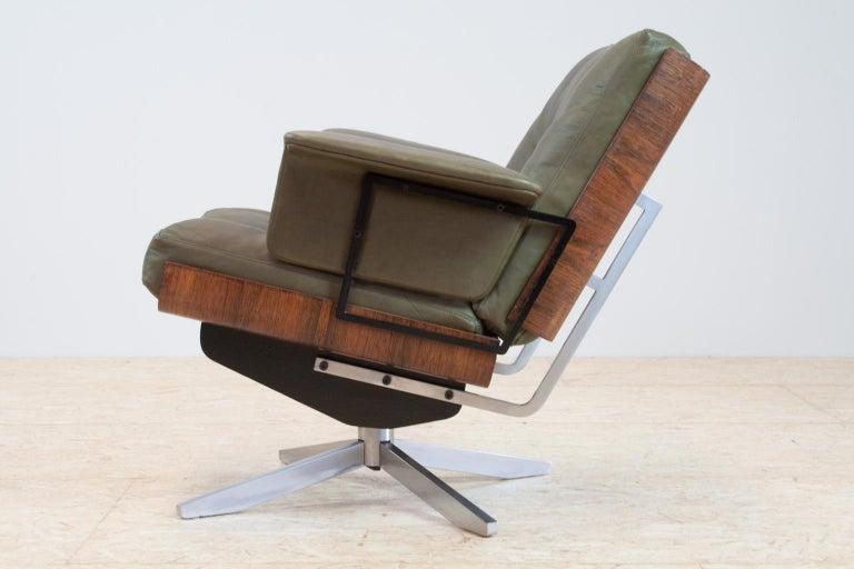 German Mid-Century Modern Swivel Lounge Chair in Green Leather and Bent Wood, 1960s For Sale