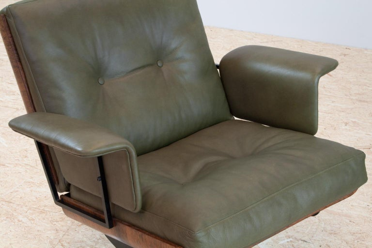 Mid Century Modern Swivel Lounge Chair In Green Leather