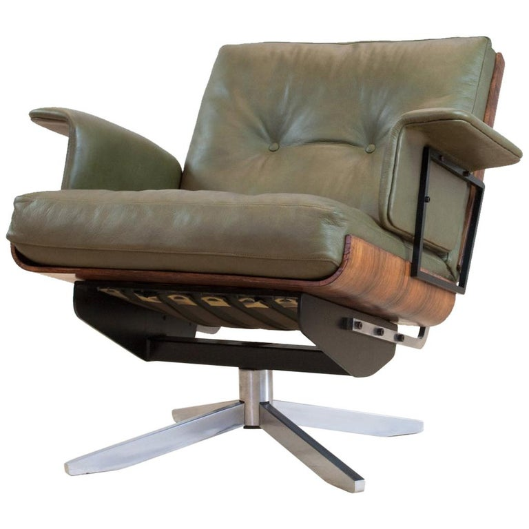 Mid-Century Modern Swivel Lounge Chair in Green Leather and Bent Wood, 1960s For Sale