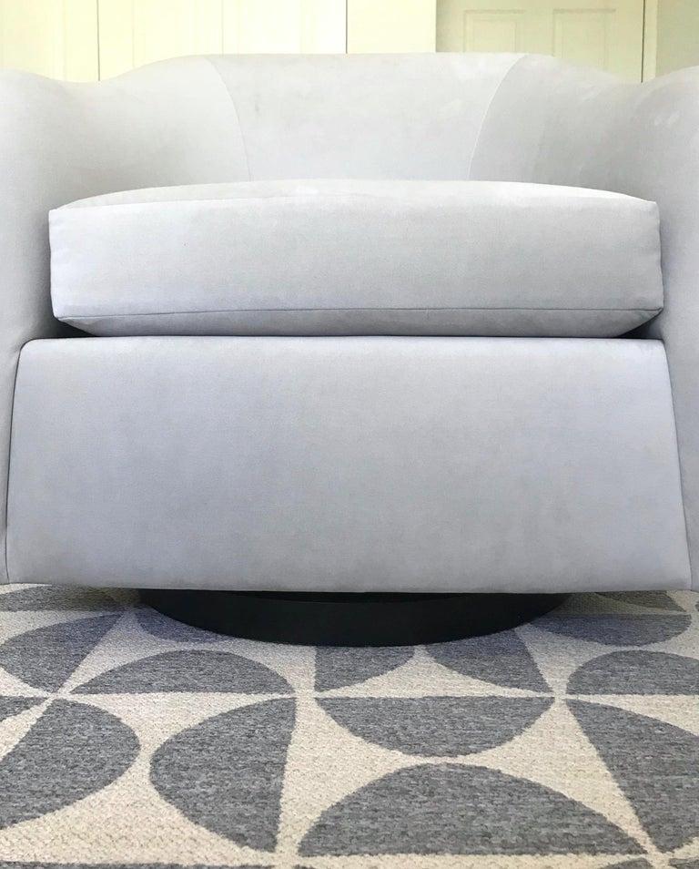 Mid-Century Modern Swivel Lounge Chair in Grey Velvet by Milo Baughman, 1970s For Sale 5