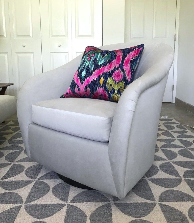 American Mid-Century Modern Swivel Lounge Chair in Grey Velvet by Milo Baughman, 1970s For Sale