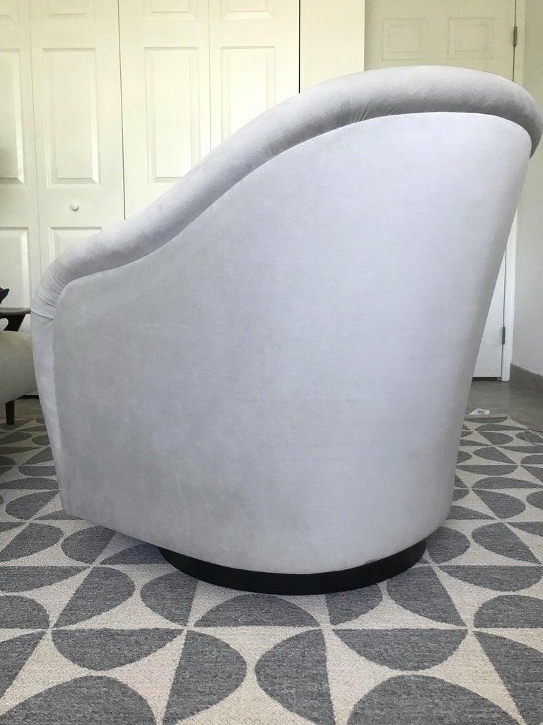 Mid-Century Modern Swivel Lounge Chair in Grey Velvet by Milo Baughman, 1970s For Sale 2