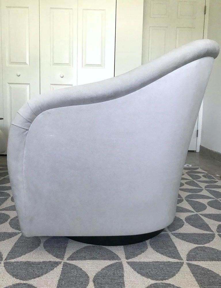 Mid-Century Modern Swivel Lounge Chair in Grey Velvet by Milo Baughman, 1970s For Sale 3