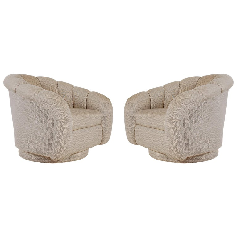 Mid-Century Modern Swivel Lounge Chairs after Milo Baughman  For Sale