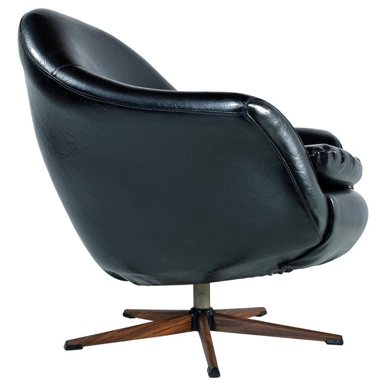 Mid-Century Modern Swivel Pod Chair with Rosewood Base by Burris For Sale