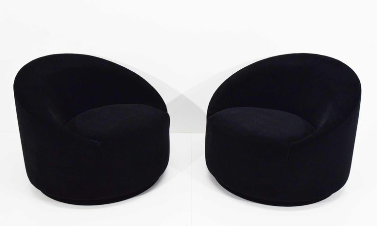 Mid-Century Modern Swivel Tub Chairs in Black Mohair For Sale 5
