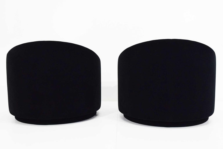 Mid-Century Modern Swivel Tub Chairs in Black Mohair For Sale 1