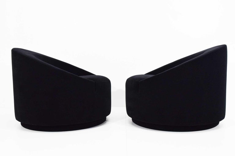 Mid-Century Modern Swivel Tub Chairs in Black Mohair For Sale 2