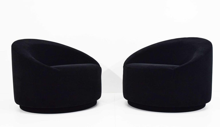 Mid-Century Modern Swivel Tub Chairs in Black Mohair For Sale 4