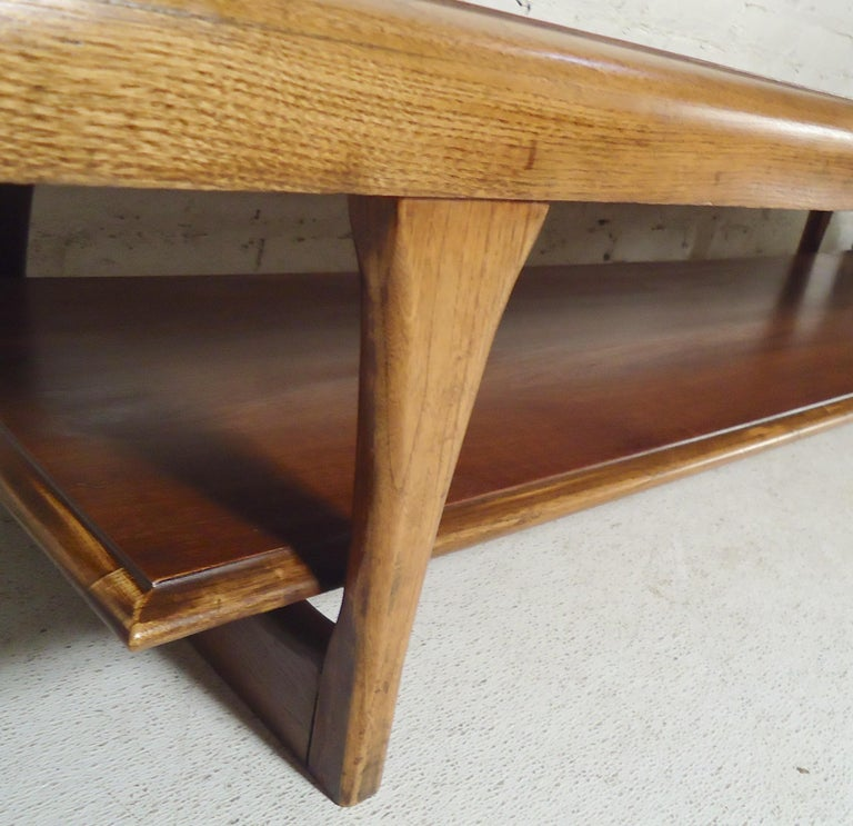 Mid-Century Modern Table by Lane In Good Condition For Sale In Brooklyn, NY