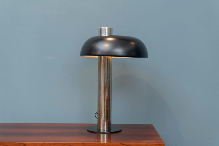 Mid-Century Modern table lamp by Laurel lamp Co. Chrome and black lacquer lamp in overall good vintage condition.