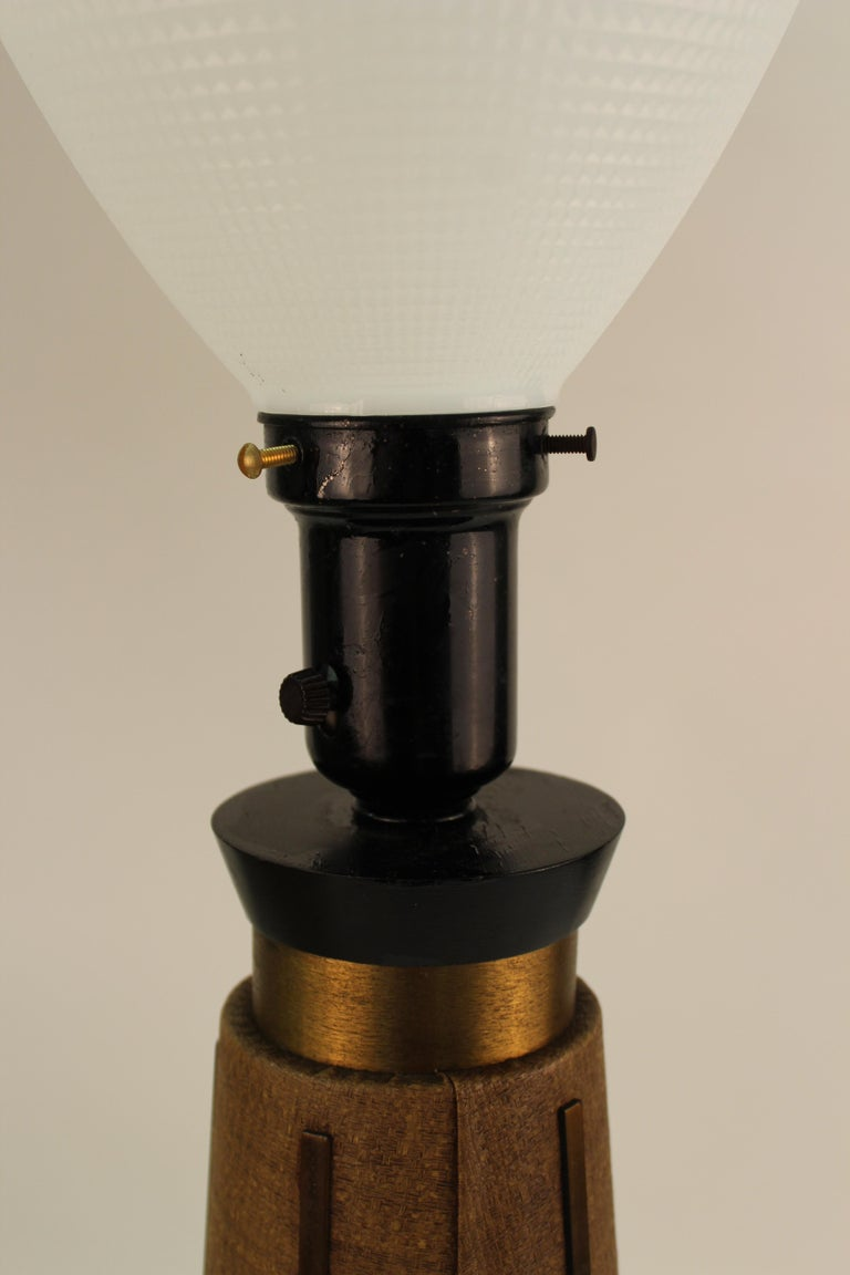 Mid-Century Modern Table Lamps with Shades For Sale 2
