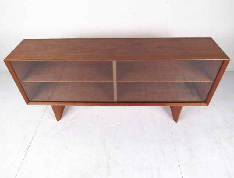 Mid-Century Modern Teak Bookcase by Falster In Good Condition For Sale In Brooklyn, NY