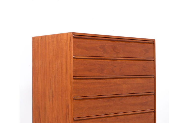 Mid-Century Modern Teak Chest of Drawers by Westnofa In Excellent Condition For Sale In Los Angeles, CA