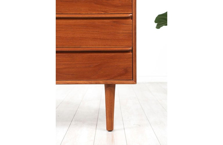 Mid-Century Modern Teak Chest of Drawers by Westnofa For Sale 1